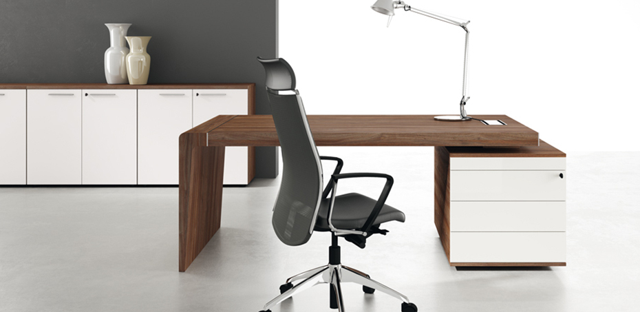 Scrivania moderna capital di office co lusso non eccesso for Consolle scrivania moderna