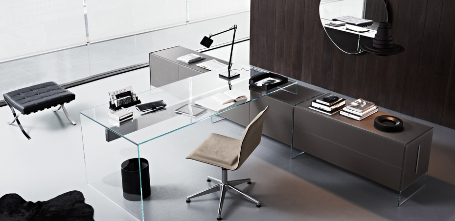 Scrivania in cristallo curvato air desk di gallotti radice for Scrivania cristallo design