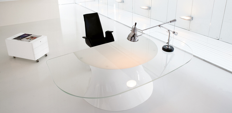 Scrivania direzionale in vetro ola di martex design mario for Design ufficio vetro