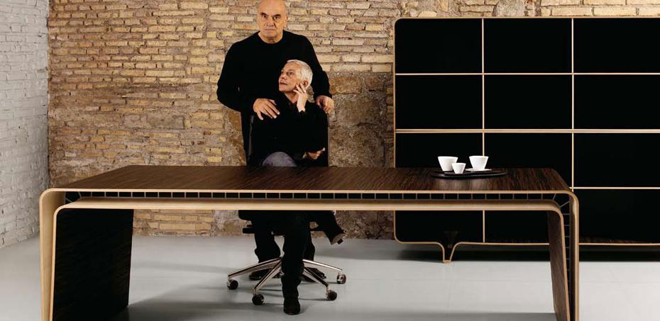 Scrivania direzionale mumbai di castelli designer fuksas for Scrivanie moderne design