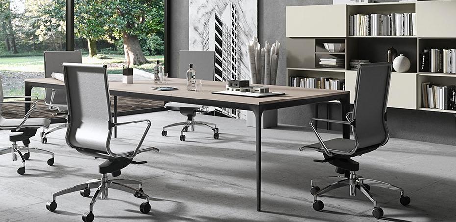 Serie di tavoli ufficio e riunione opera di newform for Musica rilassante da ufficio