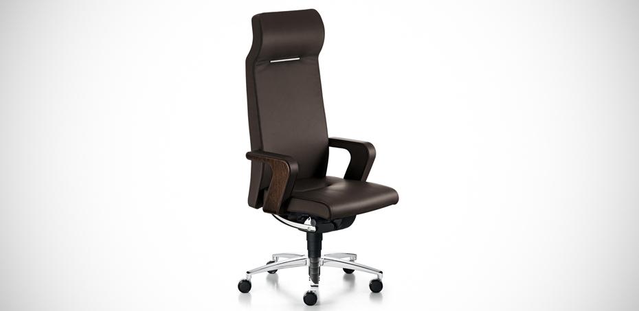 Poltrona lusso per ufficio in pelle of course di sedus for Poltrone direzionali ufficio