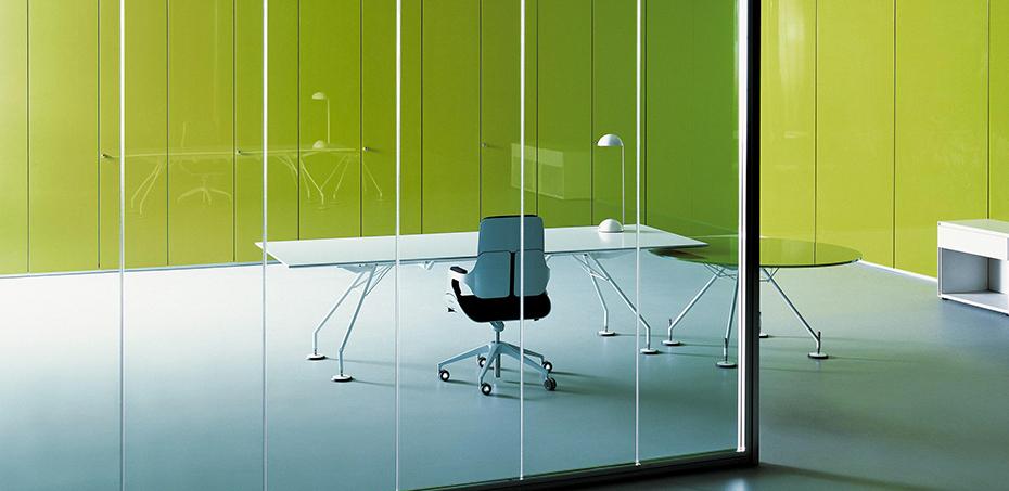 Tavolo direzionale design nomos di tecno designer norman for Scrivanie direzionali di design