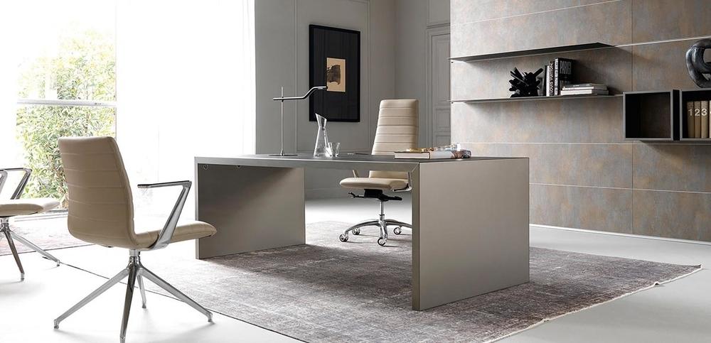 Scrivania direzionale per l 39 ufficio di design wing di ivm for Design per l ufficio