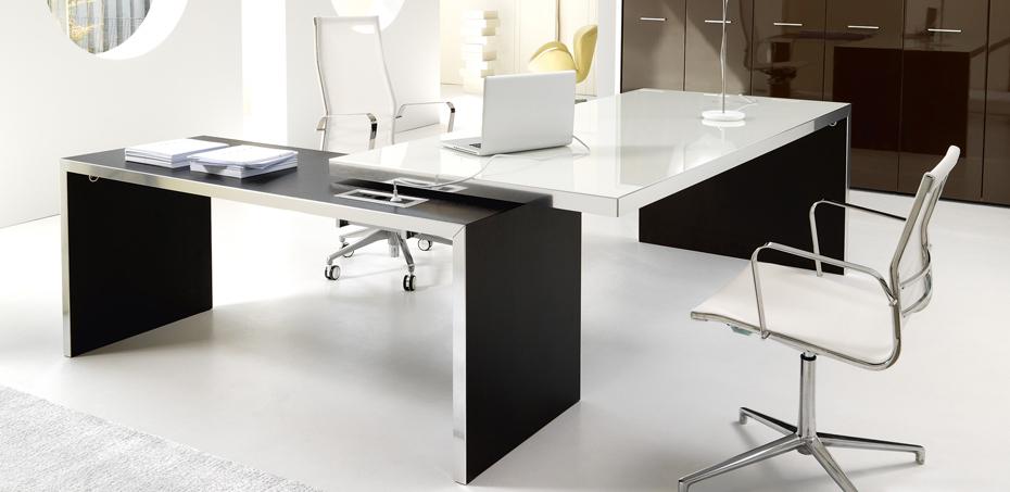 Scrivania direzionale per l 39 ufficio di design wing di ivm for Scrivanie direzionali moderne