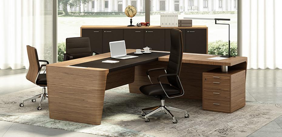 Scrivania per ufficio in legno e cuoio x10 di officity for Quadrifoglio arredo ufficio