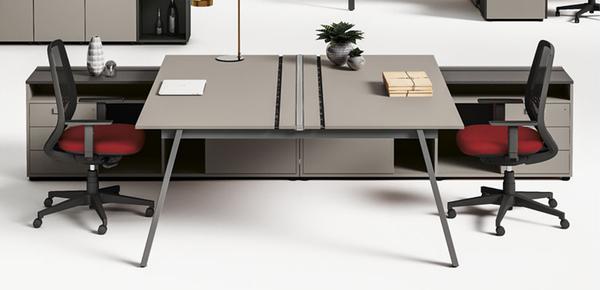 Scrivanie ufficio workstation e tavolo ufficio scrivanie for Las mobili ufficio