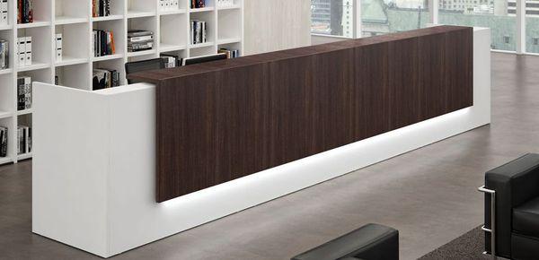 Bancone reception per ufficio scegli un banco dal design for Banconi per ufficio